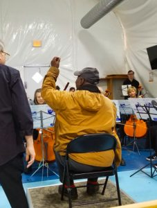 Guest conductor in workshop
