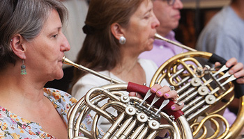 Two French horn players